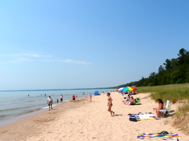 Whitefish Dunes, my favorite beach in Door County. Photo found in the internet. I'll come back later on to add the credit when I find it.